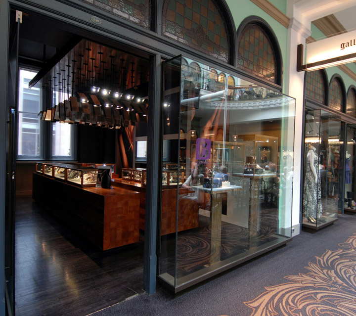 Retail jewellery shop interior design of bunda boutique by for Jewellery showrooms interior designs