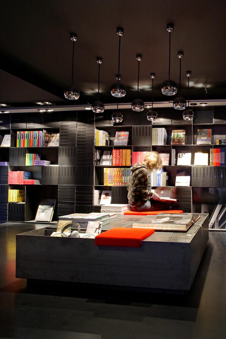 Design bookshop by mendo retail design blog for Design amsterdam