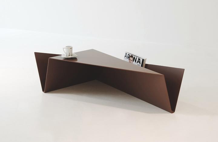bàn cà phê hình dạng của một khe núi