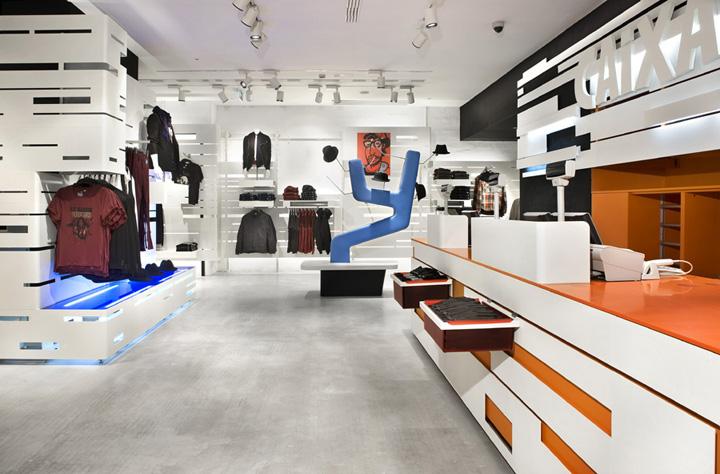 https://retaildesignblog.net/wp-content/uploads/2011/06/HM-store-Estudio-Mariscal-Barcelona-15.jpg