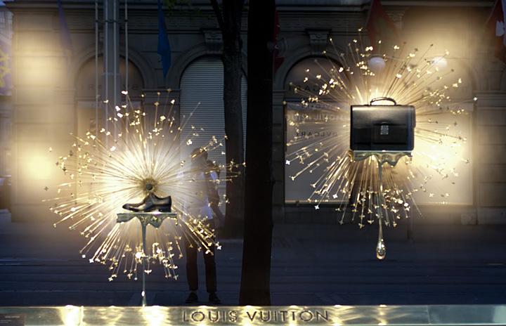 Louis vuitton flagship store window zurich retail for Window design visual merchandising