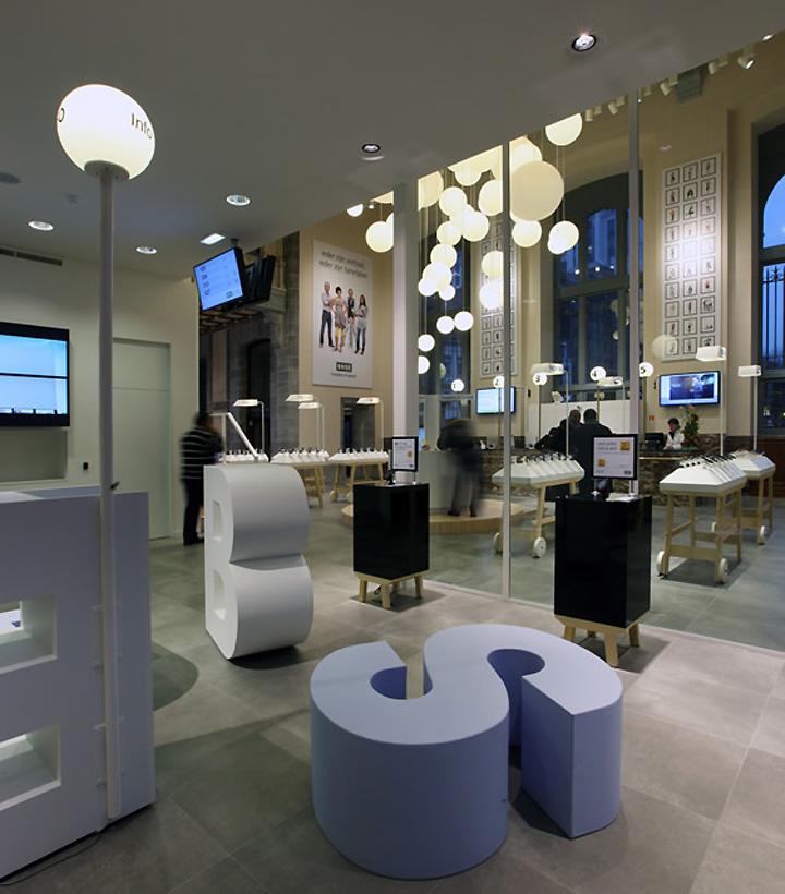 BASE Flagship Store by Creneau International 03 BASE Flagship Store by Creneau International, Antwerp
