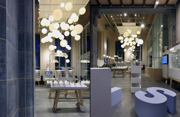 BASE Flagship Store by Creneau International 06 BASE Flagship Store by Creneau International, Antwerp