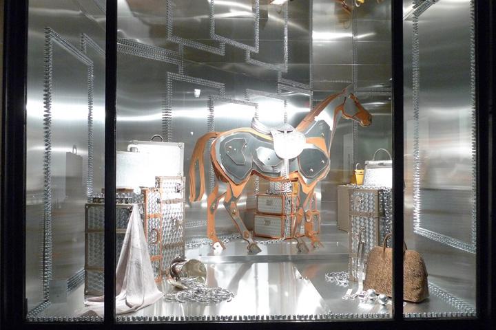 Hermes and his metal horse window display paris for Window design visual merchandising