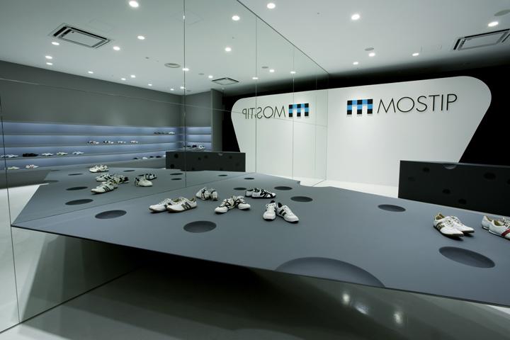 mostip shoe shop by eastern design office shiga japan retail design blog. Black Bedroom Furniture Sets. Home Design Ideas