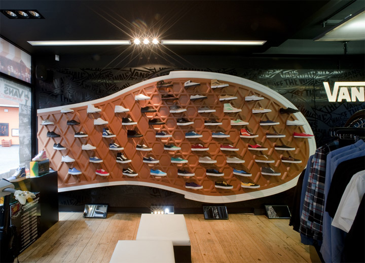 5513c067424a62 Here are the inside views of the new Vans Store located at Covent Garden in  London.