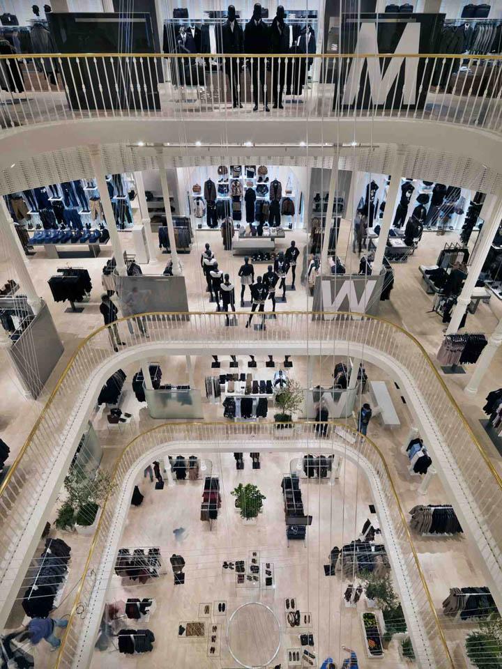 Zara flagship store by duccio grassi architects via del for Bershka roma via del corso