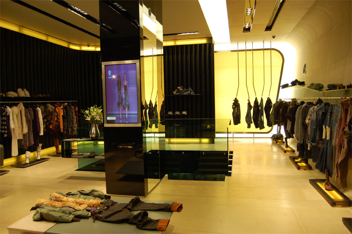 Heaven Luxury Multibrand Store By Artica Budapest