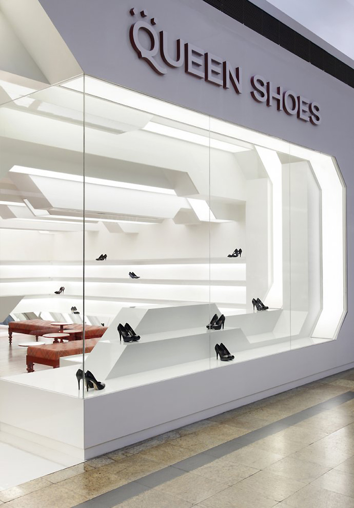 Queen shoes by guilherme torres londrina brazil zinensis 3d architectural visualisation for Interior design for shoes shop