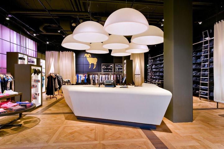 » De Rode Winkel Flagship Store By OPERA Amsterdam, Houten