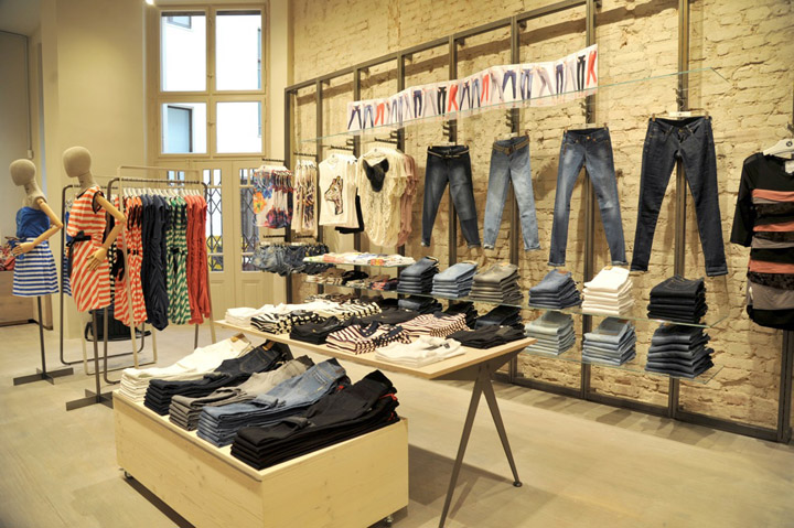 Mango store berlin retail design blog for Design shops berlin