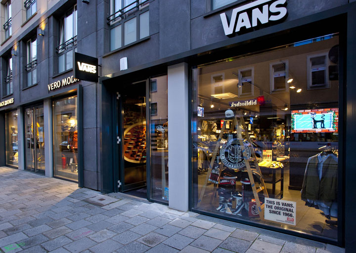 vans retail store design vans flagship store munich 187 retail design blog. Black Bedroom Furniture Sets. Home Design Ideas