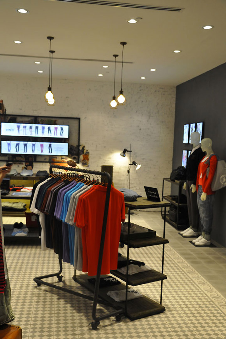 B and b clothing store