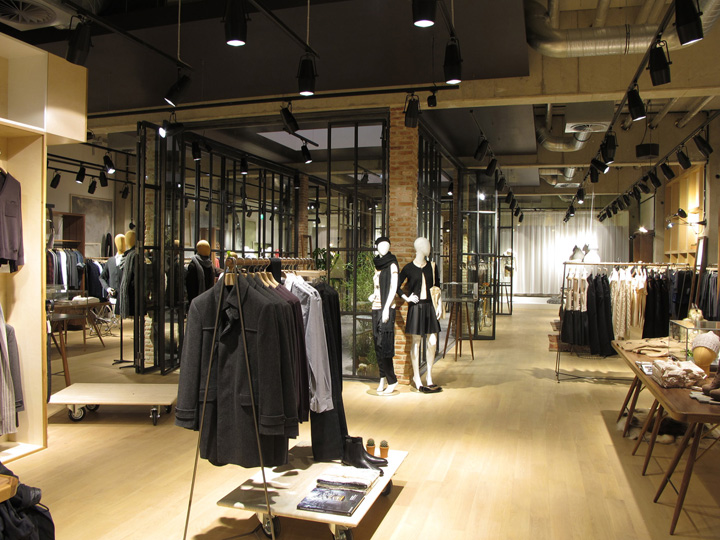 Esprit store by Reich and Wamser Cologne Esprit lighthouse store by Reich and Wamser, Cologne