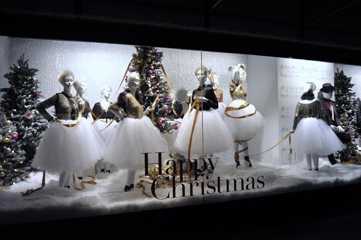 Christmas windows retail design blog for Mobilia eaton