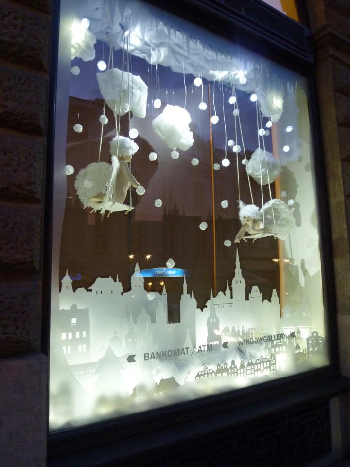 Interactive christmas window display by wellen prague for Store window decorations
