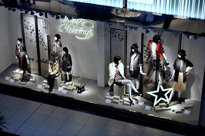 Zara christmas windows toronto retail design blog for Mobilia eaton