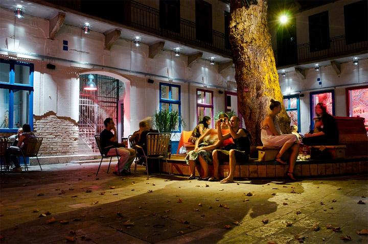 Doboz party place by Vera Vida, Péter Szendrő, Dávid Loszmann
