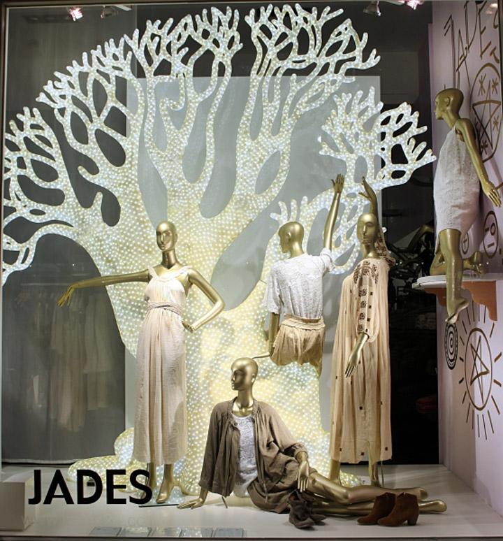 火烈鸟,猎豹和斑马 - 在杜塞尔多夫的玉器是明亮的下一个新的春天时尚值得一看的动物。适合时尚的,如斯特拉麦卡特尼,伊莎贝尔Marant,Balmain和米索尼,与大胆的色彩,图案和印花中Domagoj Mrsic在商店橱窗的设计灵感,由80年代的迈阿密。他用LED背光压克力人物动物(荷兰的KMS)的设计。的Rootstein Schlaeppi的模特穿着上世纪80年代看长的假发。