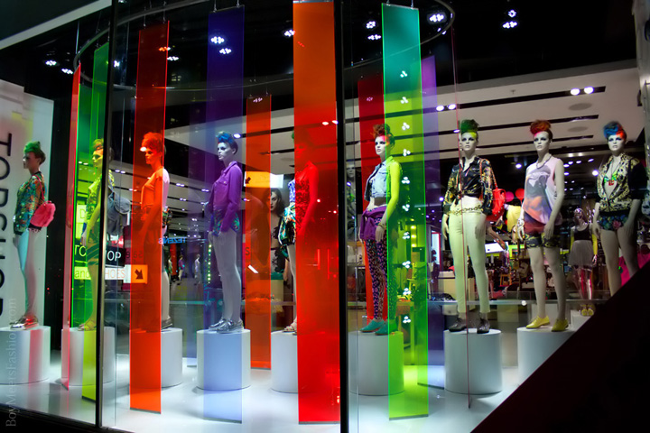 Topshop window display london retail design blog for Retail design companies london