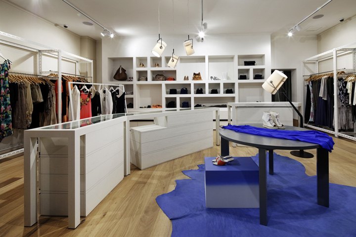 Chilli clothing store by kerry phelan design office melbourne for Fashion retail interior design