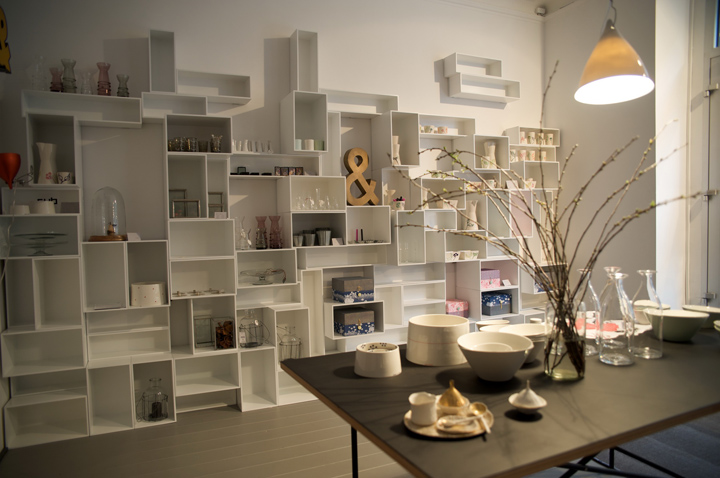 cubit modular shelving system by mymito retail design blog. Black Bedroom Furniture Sets. Home Design Ideas