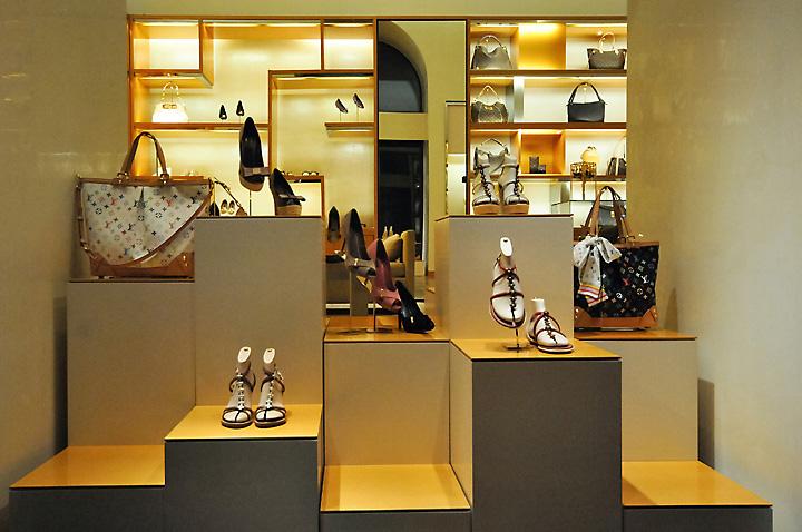 187 Louis Vuitton Window Displays Budapest