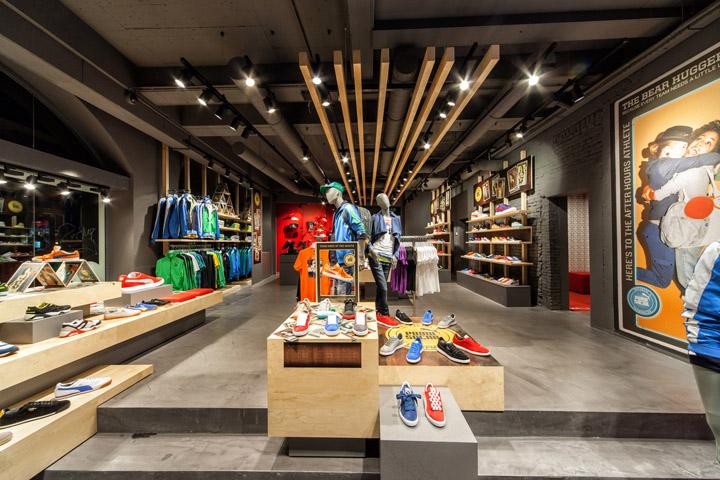 Puma store by plajer franz studio amsterdam retail Interior design shops amsterdam