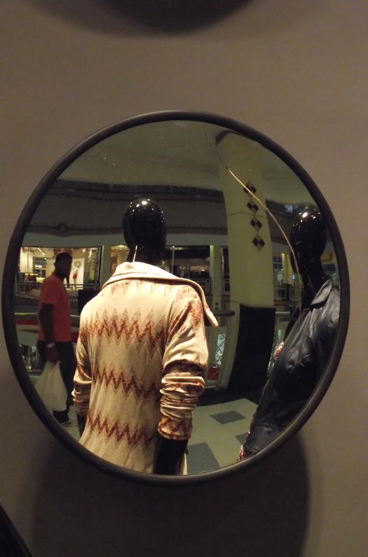 Valentina barros window by davis retail design blog for Mobilia valentina