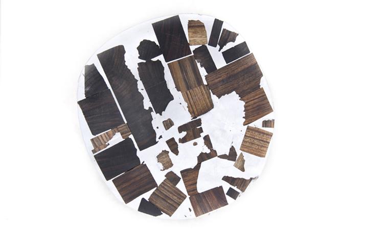 ghế làm từ gỗ và kim loại thừa