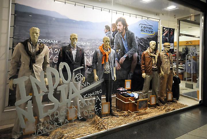 Camel Active Window Displays Budapest 187 Retail Design Blog