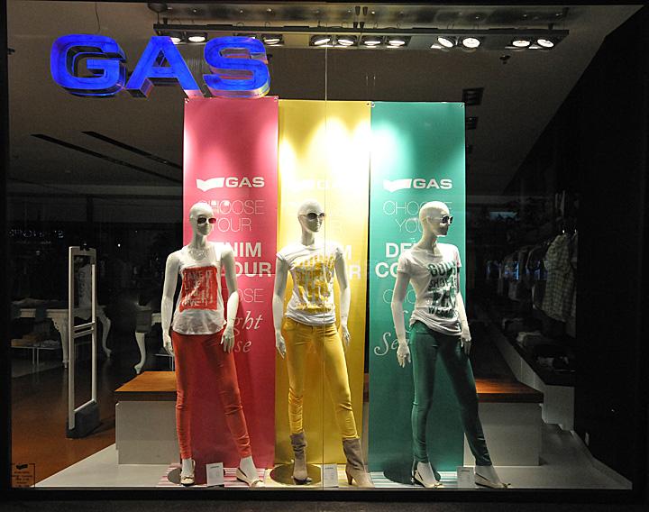 187 Gas Window Displays Summer 2012 Budapest
