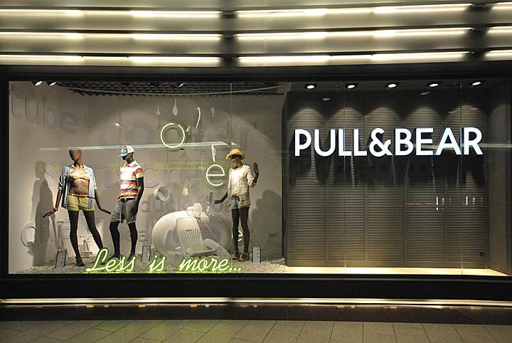 187 Pull Amp Bear Window Displays Summer 2012 Budapest