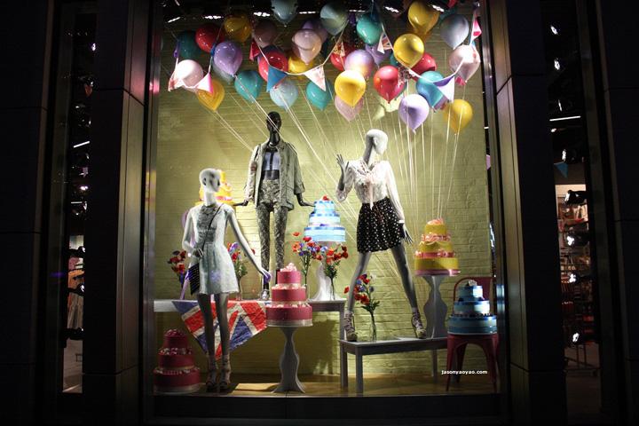 Topshop windows at knightbridge by blacks vm london for Mobilia qatar