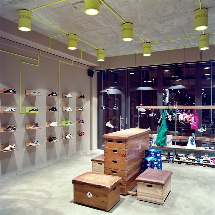 Volution sports store by miks konzepte tinnum germany for Interior design for shoes shop