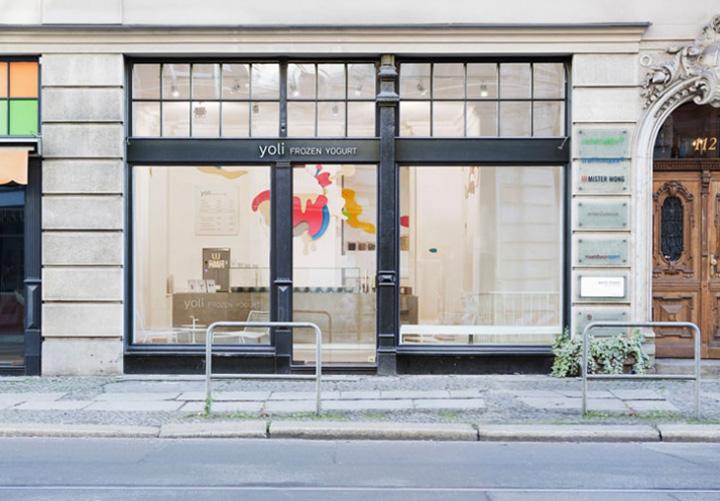 Ice cream yoli frozen yogurt by amseldrossel berlin for Exterior design of a retail store