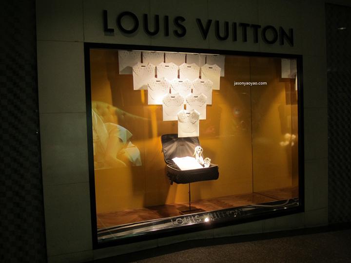 » Louis Vuitton windows, Hong Kong