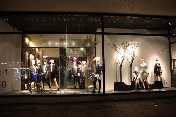 zara windows oxford street london. Black Bedroom Furniture Sets. Home Design Ideas