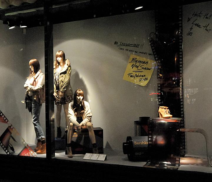 【橱窗设计】 bershka 秋季橱窗展示