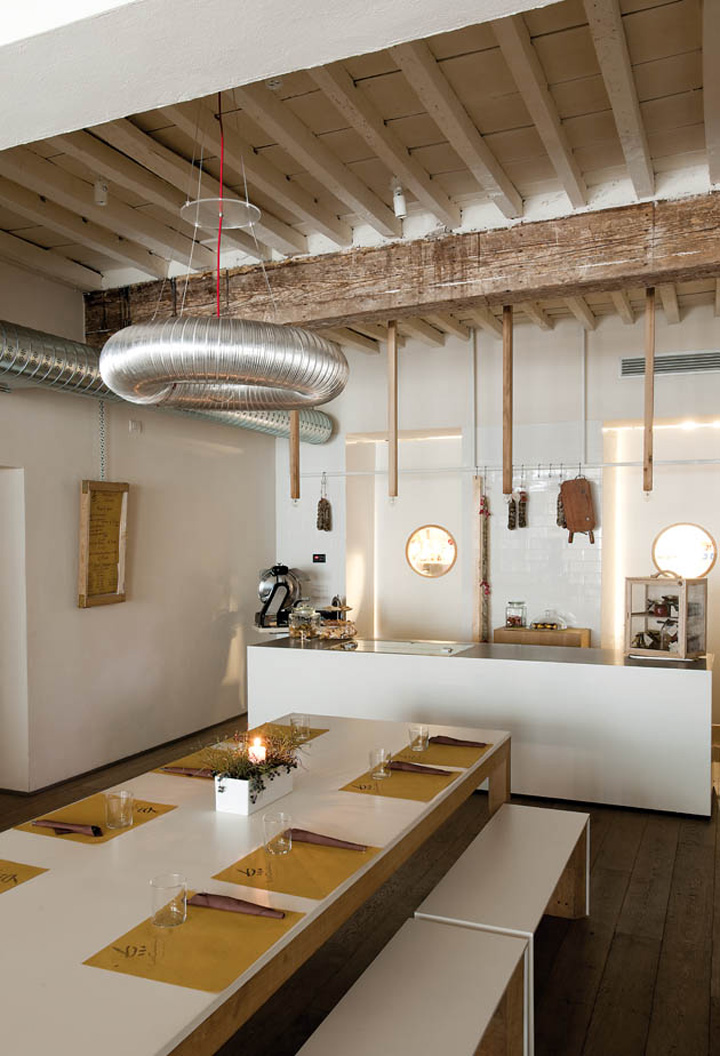 LaCucina restaurant by Archiplan Studio, Mantova – Italy