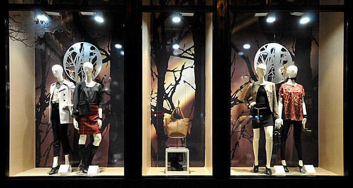 Fashion retail window displays 8