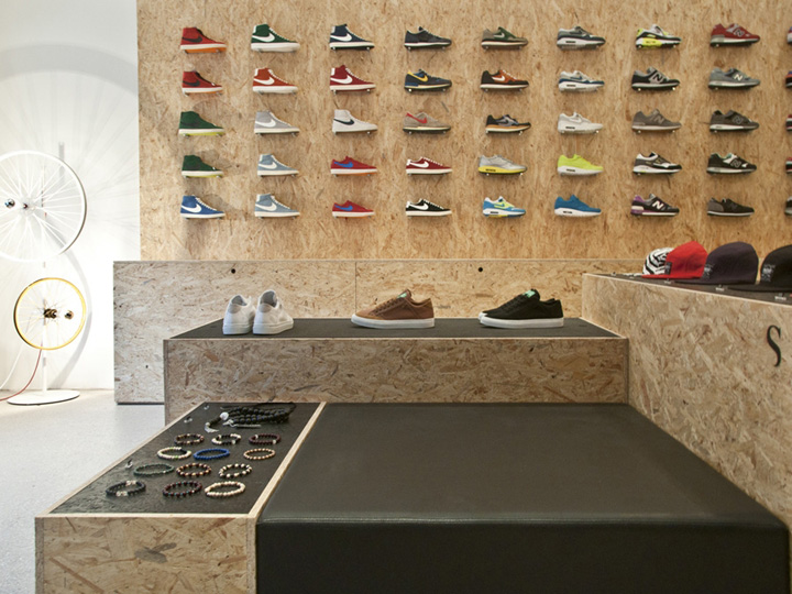 Suppa shoe store by dlf productdesign stuttgart retail for Sneaker wall display