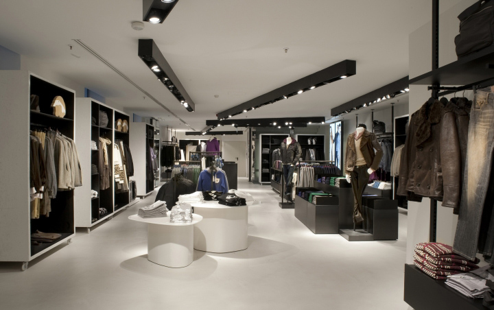 Benetton flagship store by piero lissoni milan for Negozi design online