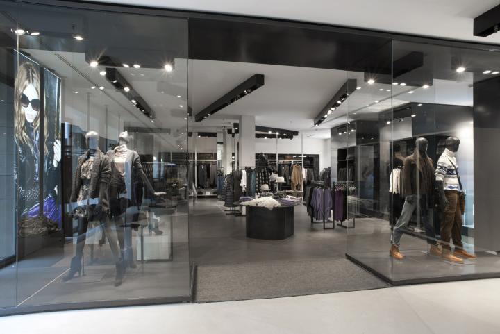 Benetton tienda por Piero Lissoni Milán 10 flagship store Benetton por Piero Lissoni, Milan