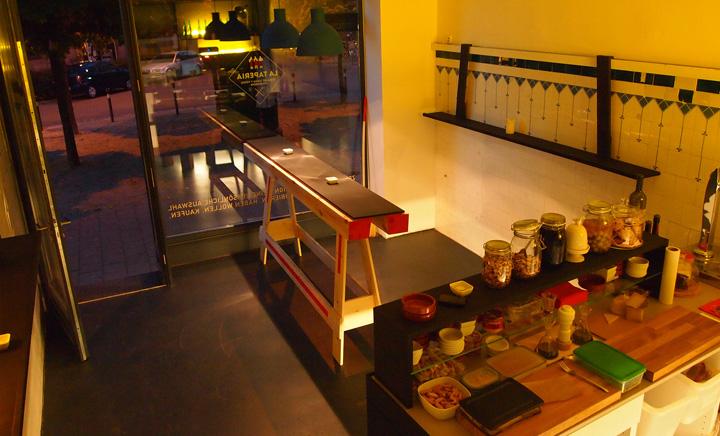 la taper a pop up tapas bar by aretio kloos nuremberg germany. Black Bedroom Furniture Sets. Home Design Ideas