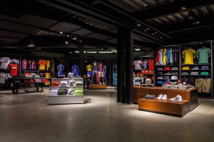 sportswear stores nike ipanema store rio de janeiro retail design blog. Black Bedroom Furniture Sets. Home Design Ideas