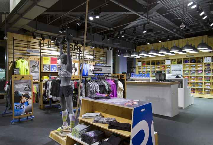 Sportswear stores reebok fit hub store by trinity for Store building design