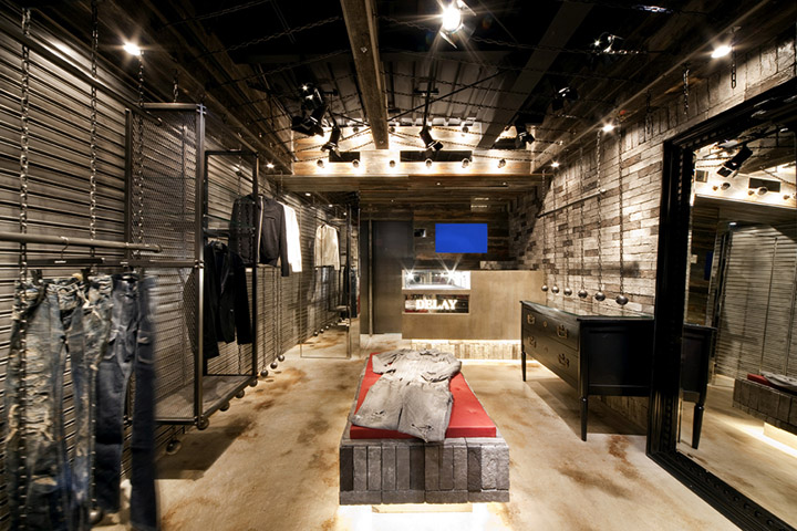 Delay boutique by design office dress osaka retail for Boutique design