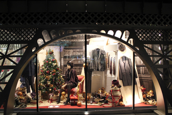 galeries lafayette eiffel tower christmas windows berlin retail design blog. Black Bedroom Furniture Sets. Home Design Ideas