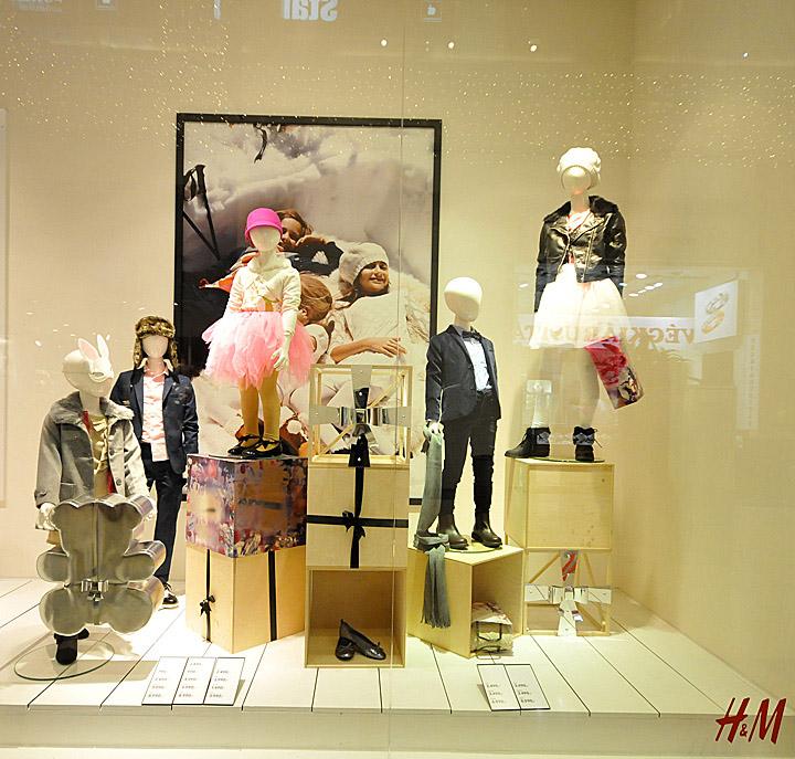 h amp m christmas windows 2012 budapest retail design blog